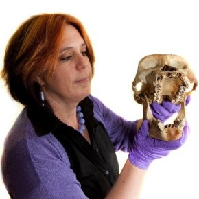 Picture of CEPI director Jacqui Bowman holding a skull